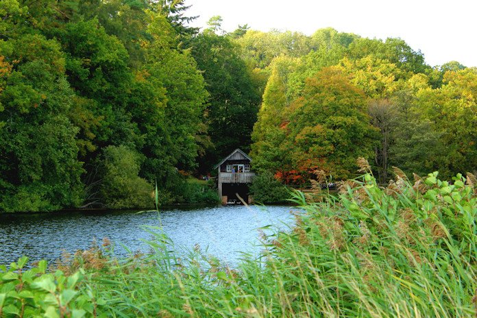 Winkworth Arboretum lake house